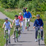 27. Juni 2020  Royals auf dem Rad: Bei schönsten Sommerwetter unternimmt die belgische Königsfamilie zum Ferienstart einen Familienausflug zumBokrijk Park in Genk in der Provinz Limburg.