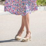 "Herzogin Kate in ihren ""Russel & Bromley""-Wedges"