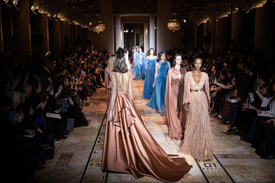 Zuhair Murad präsentiert seine Kollektion bei der Fashion Week Paris.