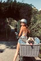 Ciao Bello - da kommt Urlaubsfreude auf! Mit diesem lustigen Schnappschuss grüßenSängerin Mandy Capristo und Mops Don Capote ihre Instagram-Fans aus dem sonnigen Italien.