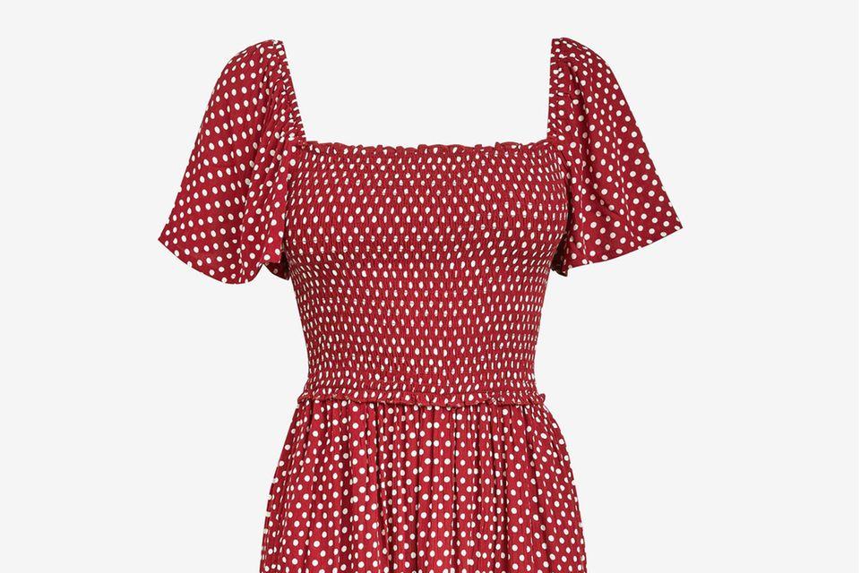 Punkte, Rüschen und ein leichter Stoff: Redakteurin Lisa Marie hat das perfekte Kleid für den Sommer gefunden.