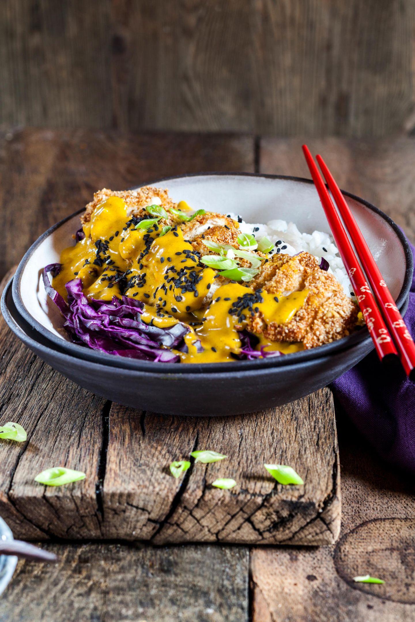 Ob auf Porridge, Salat oder Currys: Sesam sorgt als Topping für Extra-Aroma – und gleichzeitig für schöne Haare.
