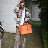 Nina Süss trägt die Trendhose von Etro.