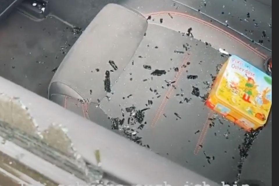 Diebe haben das hintere Fenster von Sarah Lombardis Auto eingeschlagen und ihre Handtasche mitgenommen.