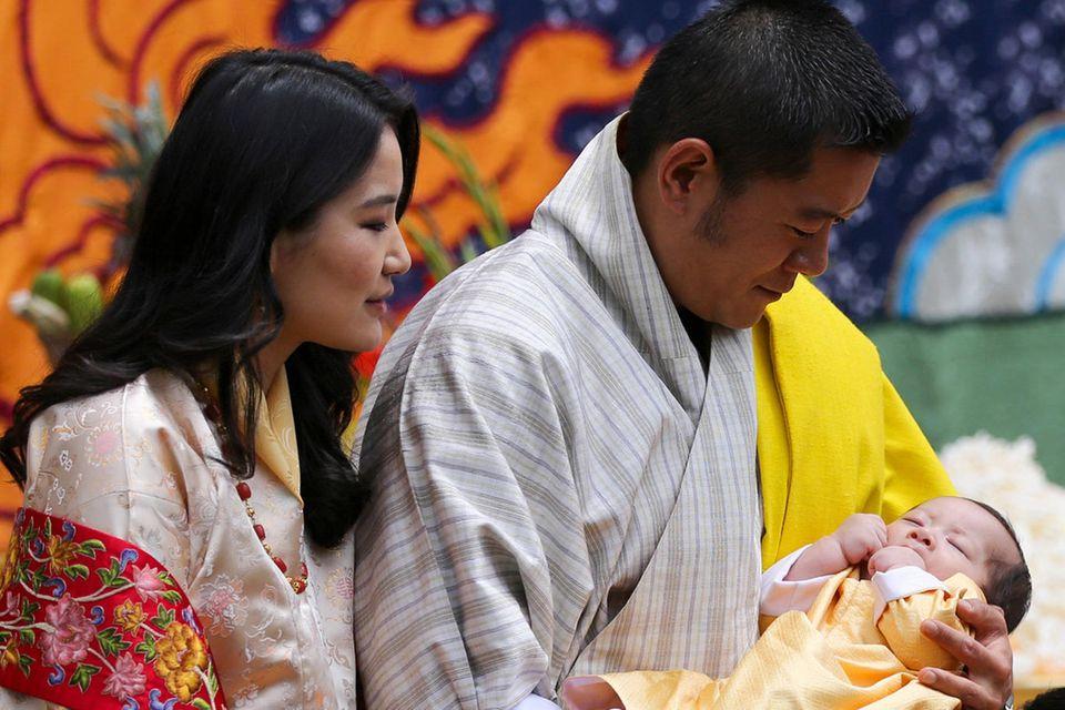 König Jigme + Königin Jetsun von Bhutan mit ihrem zweiten SohnJigme Ugyen Wangchuck