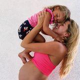 30. Juni 2020  Sarah Harrison schwebt im Mutterglück. Auf Instagram teilt sieeinen süßen Schwangerschafts-Schnappschuss mit Töchterchen Mia Rose. Noch hat die Kleine ihre Mamaganz für sich allein.
