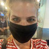 Susan Sideropoulos strahlt auch hinter ihrer Gesichtsmaske.
