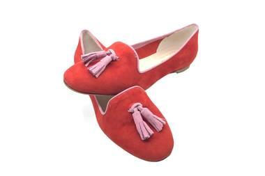 """Bequem und stylischlaufen wir mit diesen Tasselloafers in Pommegranate-Pink durch den Sommer. Loafers """"Classic"""" aus feinem Wildleder von Bellas Vienna, ca. 100 Euro"""