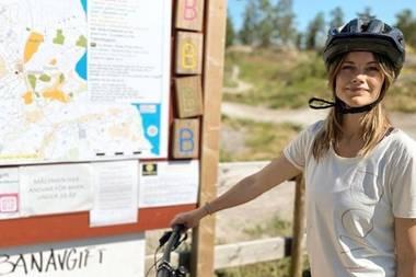 Um bei der Radtour auf dem rechten Weg zu bleiben, hat der Prinz eine charmante Assistentinan seiner Seite. Es handelt sich, natürlich, um seine Ehefrau Prinzessin Sofia.