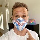 Auch Breckin Meyer hat die Masken-Challenge angenommen und zeigt sein Exemplar auf Instagram.