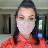 Kourtney Kardashian hat sich für eine nudefarbene Variante entschieden.