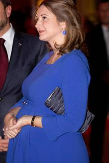 Stéphanie von Luxemburg hatte Ende Januar beim 75. Jubiläum der Nationalen Hilfswerke in Luxemburg einen ihrer letzten Auftritte als werdende Mama. Dort verzauberte sie in einem blauen Umstandskleid, das auch schon Herzogin Catherine trug. Auch bei ihrem ersten Auftritt nach der Geburt von Söhnchen Charles gibt sie sich stilsicher und strahlt vor Glück...