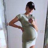 """""""Glücklicherweise haben wir ein paar Stretch-Kleider gemacht,""""schreibt Lena Gercke augenzwinkernd unter ihraktuelles Posting bei Instagram. Das schwangere Model ist mittlerweile kugelrund - und kann sich wirklich glücklich schätzen, dass sie für ihre eigene KollektionKleider designt hat, die auch hochschwanger noch passen."""