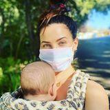Neu-Mama Jenna Dewan postet ein Instagram-Masken-Foto mitSöhnchen Callum und betont dabei, wie wichtig es jetzt ist, zusammenzuhalten.