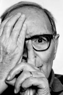 """6. Juli 2020: Ennio Morricone (91 Jahre)  Große Trauer um ein musikalisches Genie: Ob """"Spiel mir das Lied vom Tod"""" oder """"Cinema Paradiso"""", viele seiner Melodiensind weltberühmt. Der italienische Filmkomponist und Oscar-Preisträger ist nun in Rom verstorben."""