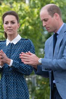 Safety first: Um sich und andere vor dem Coronavirus zu schützen, desinfizieren sich Kate und William die Hände. Zu Gast sind die Herzogin und der Herzog von Cambridge in einem Krankenhaus in Norfolk, nahe ihres Landsitzes Anmer Hall. Anlass ist 72. Jahrestages der Gründung des NHS, des National Health Service in England.