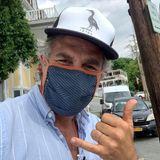 """""""Avengers""""-Star Mark Ruffalo zeigt, dass man auch mit Maske ganz lässig rüberkommen kann."""