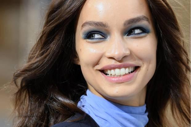 """Luma Grothe ist heute als erfolgreiches Model gut gebucht - wie hier für """"L'Oréal"""" auf der Pariser Fashion Week 2019. Doch die schlimmen Erlebnisse ihrer Vergangenheit haben Spuren hinterlassen."""