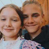 Und dieses süße Selfie von Harper und sich hat Romeo Beckham auf Instagram gepostet, um seiner Schwester zum 9. Geburtstag zu gratulieren.