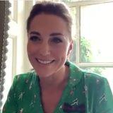 Herzogin Catherine trägt ein grünes Seidenkleid.