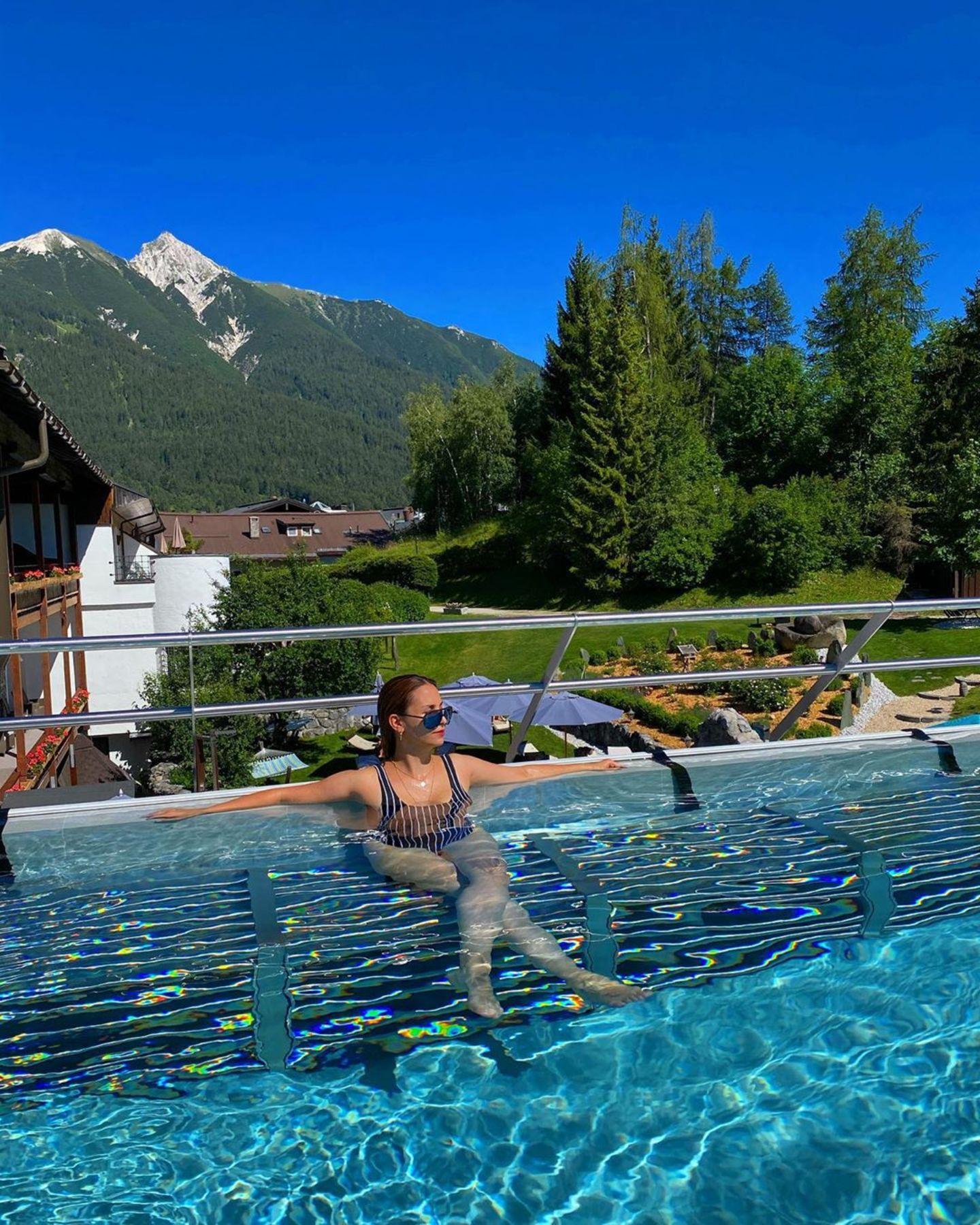 Sila Sahin gönnt sich mit ihren Liebsten eine Auszeit in Tirol. In einem Wellness-Hotel lässt es sich so richtig gut entspannen.