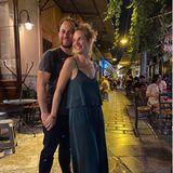 Susan Sideropoulos urlaubt gerade in Athen, Griechenland. Von dort aus versorgt sie nicht nur ihre Fans mit tollen Urlaubsschnappschüssen, sondern auch mit ganz verliebten Pärchenbildern. Sie und Ehemann Jakob sind nun schon seit 24 Jahren verliebt und seit 14 Jahren verheiratet - strahlen aber immer noch wie beim ersten Date - hach!