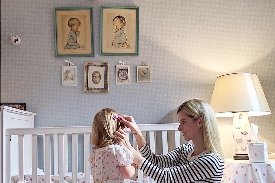 Pastelltöne und niedliche Zeichnungen prägen das Schlafzimmer von Nicky Hiltons kleiner Tochter Lily-Grace. In diesem wunderschönen Bett schläft es sich als Erbin eines Millionenimperiums sicherlich besonders gut.
