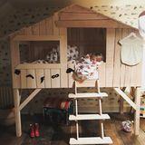 Buddy Bear, der Sohn von Jamie Oliver und Ehefrau Jools, darf sich über ein cooles Kinderbett der Marke Nubie freuen. Das sieht nicht nur super aus, sondern kann je nach Ausführung auch schnell mehrere Tausend Euro kosten.