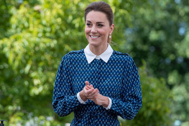 Noch bei einem ihrer letzten Auftritte - wie hier beim Besuch des Queen Elisabeth Krankenhauses in Norfolk am 05. Juli - waren Herzogin Catherines Haare deutlich dunkler.