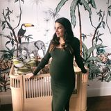 Knapp vier Wochen vor der Geburt zeigt sich Lilli Hollunder noch kugelrund auf Instagram. Doch nur wenige Wochen nach der Geburt ist von ihrem Schwangerschaftsbauch nichts mehr zu sehen ...