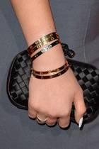US-Superstar Kylie Jenner trägt am liebsten gleichzeitig mehrere Love Bracelets in unterschiedlichen Goldtönen.