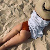 """Alle Models sind perfekt. Mit diesem Vorurteil möchte Ex-GNTM-Teilnehmerin Elena Carrière endlich Schluss machen und zeigt ein sexy Foto ihrer Rückansicht auf Instagram. Dazu schreibt die 23-Jährige: """"Ich bin nicht perfekt, ich bin Elena. Warum sollte ich so aussehen, so leben oder so fühlen wie jeder andere auch? Perfektion ist so verdammt langweilig, oder?"""""""