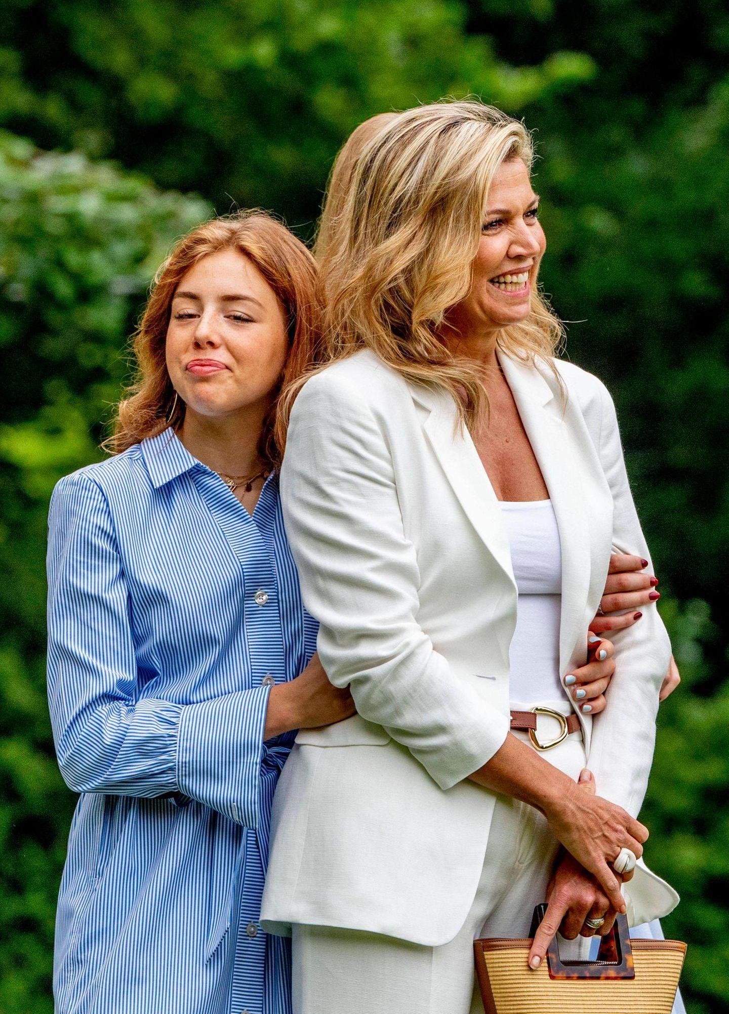 Mama ist die Beste! Prinzessin Alexia kuschelt mit Máxima.