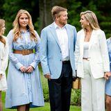 Bitte alle recht freundlich, liebe Royals! Bei diesem Aufruf hat offenbar nur Prinzessin Catharina-Amalia zugehört. Der Rest ihrer Familie schnattert durcheinander und schaut überall hin - nur nicht in die Kamera. Wer kennt das nicht von Familienschnappschüssen!?