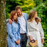 Prinzessin Alexia (l.) und Prinzessin Ariane (r.) dürfen natürlich nicht zu kurz kommen. Von Papa Willem-Alexander gibt es eine Kuscheleinheit.