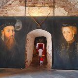 Dabei gibt es auch im inneren der Ruine noch viel zu entdecken. In den Überresten des Schlosses ist ein Museum untergebracht, welches der Geschichte des Gebäudes gewidmet ist.