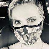 """""""Sei kein A****!"""" Charlize Theron findet deutlich Worte, für diejenigen die meinen, sie müssten in der Öffentlichkeit keine Maske tragen."""