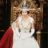 """Prinzessin Beatrice trägt ein """"Norman Hartnell""""-Kleid zur Hochzeit"""