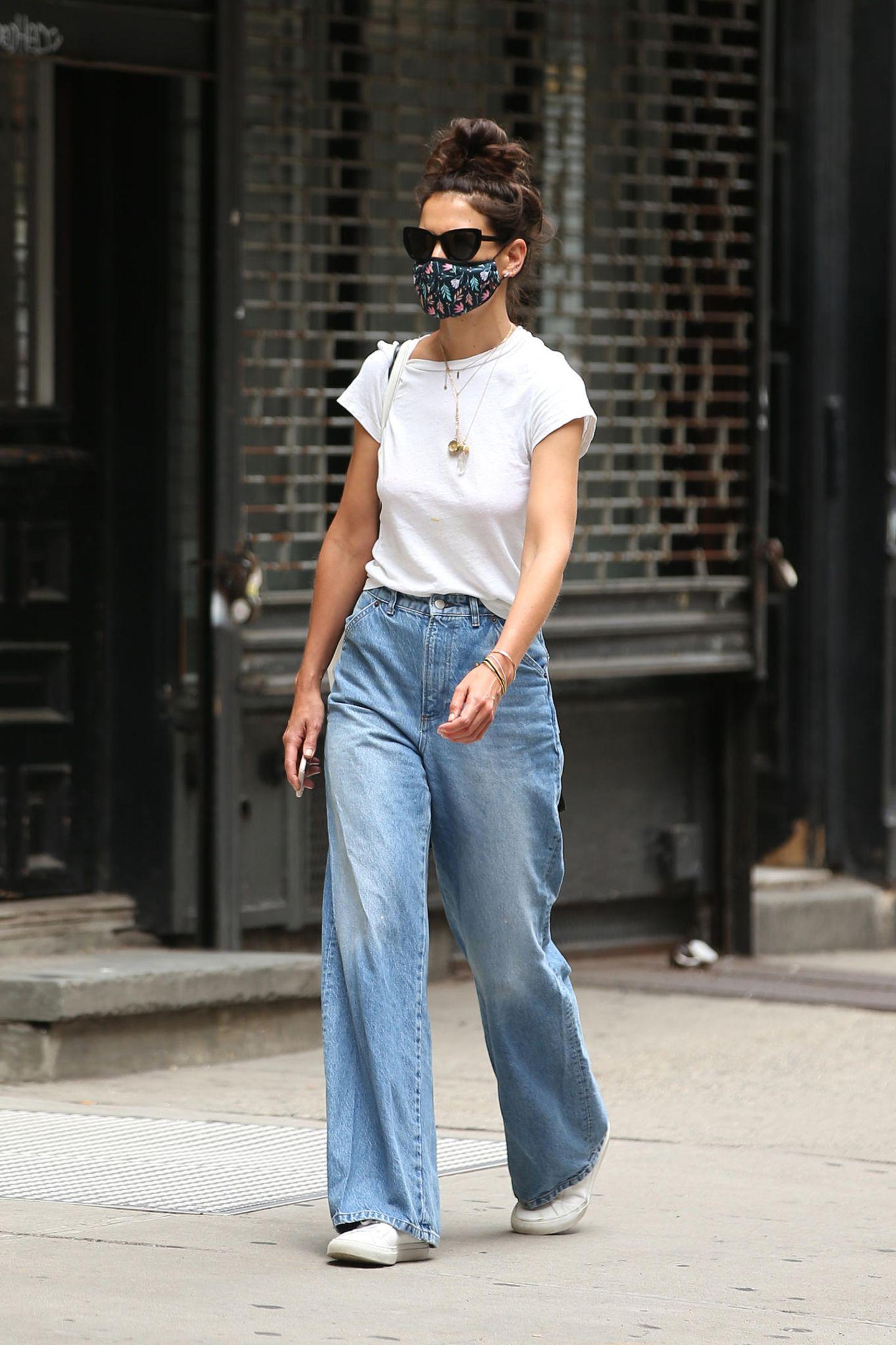 Katie Holmes trägt eine Palazzo-Denim-Hose