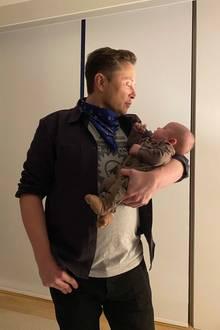 Dieses Foto von sich und BabyX AE A-Xii twittert Elon Musk am 21. Juli.