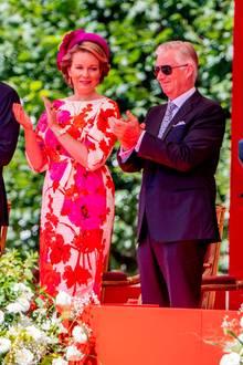 Die große Militärparade kann die belgische Königsfamilie natürlich aus nächster Nähe bestaunen.