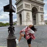AmArc de Triomphe posiert Amira ganz besonders sexy.