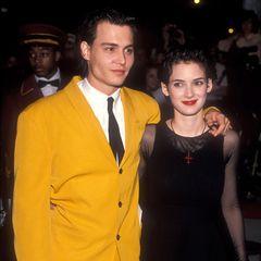 """Winona Ryder  Ganze vier Jahre hält Johnny Depps Beziehung zu Kollegin Winona Ryder. Mit ihr ist er sogar von 1990 bis 1993 verlobt, dann folgt die Trennung. Seine Tätowierung """"Winona forever"""" lässt er in """"Wino forever"""" kürzen."""