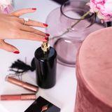 Ein Spritzer Parfum, etwas Lipgloss, Rouge: Während sich Sylvie Meis schminkt, kann sie super abschalten ...