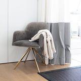 Wenn Sylvie Meis nach einem schönen Abend wieder nach Hause kommt, steht immer ein Stuhl bereit, auf dem sie ihre Kleidung ablegen kann. Praktisch und hübsch zugleich!