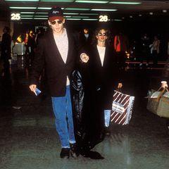 Jennifer Grey  Es ist ein seltenes Bild, Johnny Depp und Jennifer Grey daten sich Ende der achtziger Jahre und sollen Gerüchten zufolge sogar verlobt sein. Doch wirklich gemeinsam in der Öffentlichkeit treten die beiden nie auf.