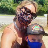 Auch für Hilary Duff und ihren Sohn Luca ist das Tragen einer Maske eine Selbstverständlichkeit.