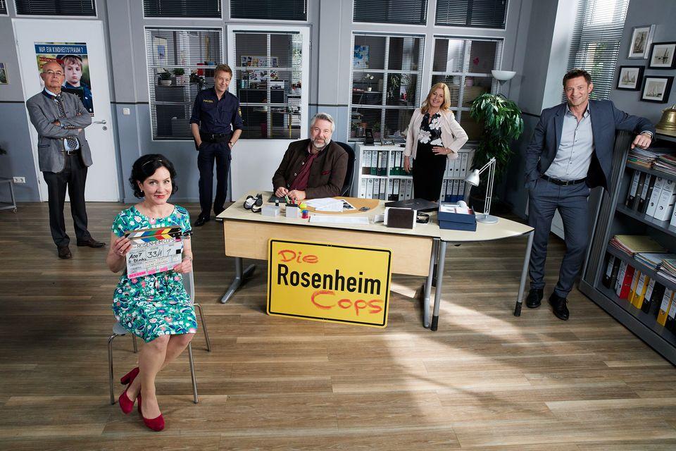 "Die ""Rosenheim-Cops"": Gert Achtziger (Alexander Duda), Miriam Stockl (Marisa Burger), Michi Mohr (Max Müller), Anton Stadler (Dieter Fischer), Marie Hofer (Karin Thaler), Sven Hansen (Igor Jeftic) (v.l.n.r.)"