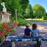 24. Juli 2020  Erneut nehmen uns Prinz Carl Philip und Prinzessin Sofia mit auf eine kleine Fotoreise. Die schwedischen Royals genießen die Zeit auf ihrem Sommersitz Schloss Solliden.