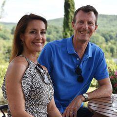 24. Juli 2020  Prinzessin Marie und Prinz Joachim genießen ihren Urlaub im südfranzösischen Cahors. Glücklich und entspannt zeigt sich das royale Paar auf der Terrasse ihrer idyllischen Sommerresidenz.